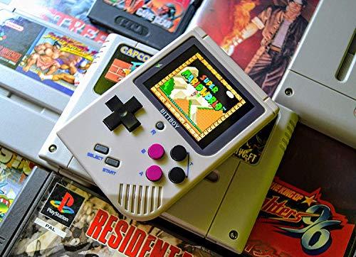 ARCADEMANIA Bittboy V3 Portable Retro Console + MicroSD 8Gb avec firmware préinstallé   Avec cette mini console classique vous pouvez jouer aux meilleurs jeux d'arcade des années 80 et 90.